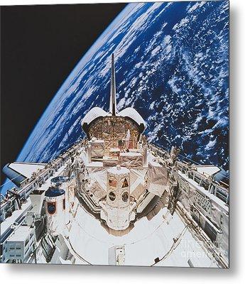 Space Shuttle Atlantis Metal Print by Science Source