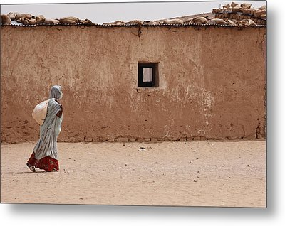 A Refugee From Western Sahara Leaves Metal Print by Steve Raymer