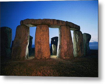 A View Of Stonehenge Silhouetted Metal Print by Richard Nowitz