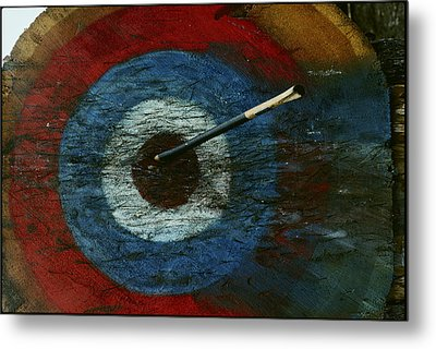 An Arrow Hit The Bullseye Metal Print by Sam Abell