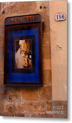 Beniiti In Lucca Metal Print by Bob Christopher