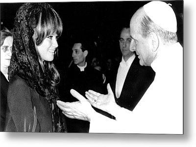 Claudia Cardinale Meets Pope Paul Vi Metal Print by Everett