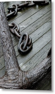Close Up Of A Large Anchor And Chain Metal Print by Todd Gipstein