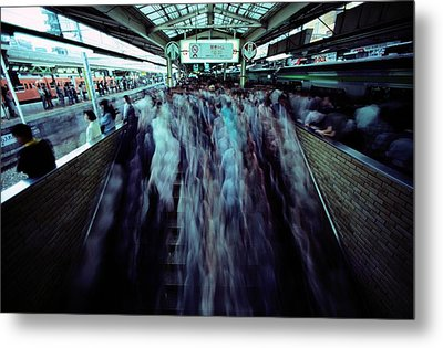 Commuters Crowd A Subway Platform Metal Print by Paul Chesley
