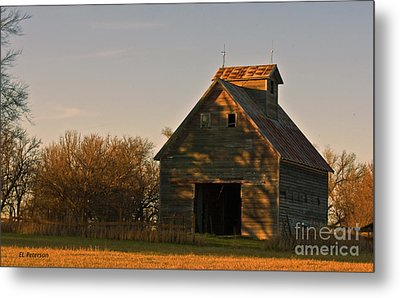 Corn Crib At Sunset Metal Print by Edward Peterson