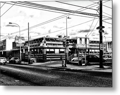 Everybody Goes To Melrose - The Melrose Diner - Philadelphia Metal Print by Bill Cannon