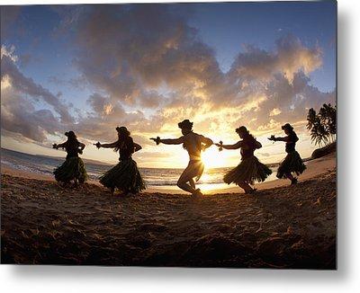 Five Hula Dancers At The Beach At Palauea Metal Print by David Olsen