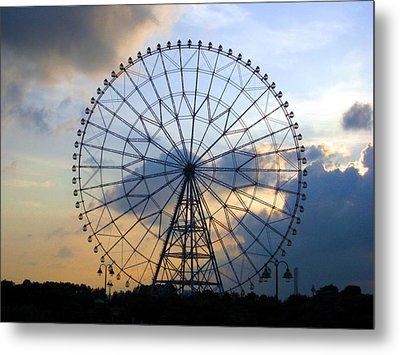 Giant Ferris Wheel At Sunset Metal Print by Paul Van Scott