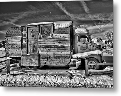Home On Wheels - Bw Metal Print by Christopher Holmes