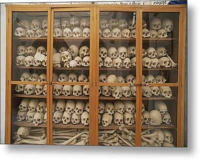 Human Skulls And Femurs Fill A Display Metal Print by Tino Soriano