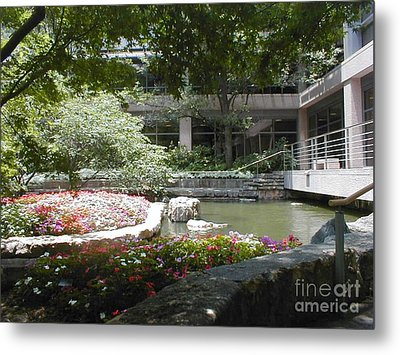 Metal Print featuring the photograph Inner Courtyard by Vonda Lawson-Rosa