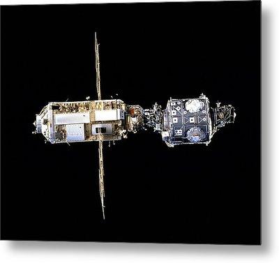 International Space Station In 1998 Metal Print by Everett