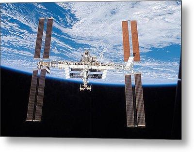 International Space Station In 2007 Metal Print by Everett