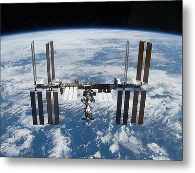 International Space Station In 2009 Metal Print by Everett