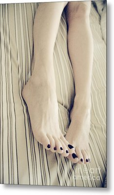Long Toes Metal Print by Tos Photos