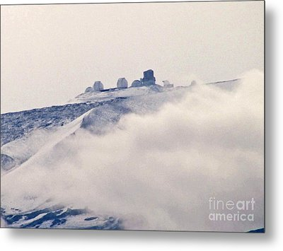 Mauna Kea Observatories With Snow Metal Print by Bette Phelan
