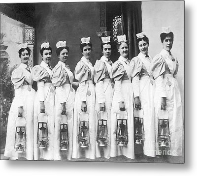Nurses On Night Rounds 1899 Metal Print by Science Source