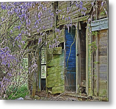 Metal Print featuring the photograph Old Abandoned House by Susan Leggett