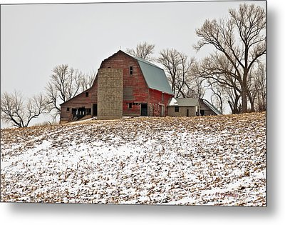 Old Red Barn Metal Print by Edward Peterson