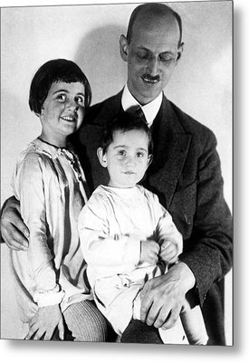 Otto Frank With His Daughters Margot Metal Print by Everett