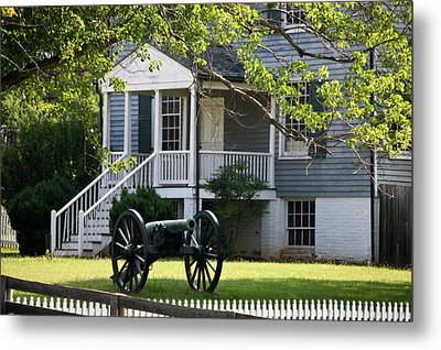 Peers House And Cannon Appomattox Court House Virginia Metal Print by Teresa Mucha