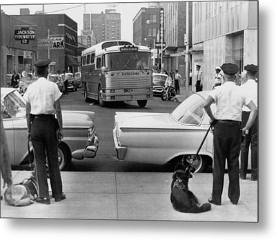 Policemen Watch As Freedom Riders Metal Print by Everett