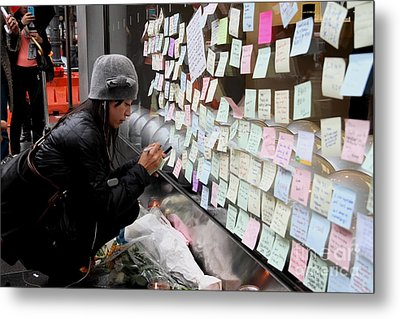 Rip Steve Jobs . October 5 2011 . San Francisco Apple Store Memorial 7dimg8572 Metal Print by Wingsdomain Art and Photography