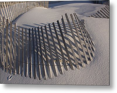 Sand Fence On The Beach In Destin Metal Print by Marc Moritsch