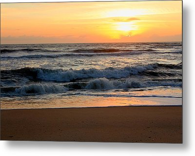 Metal Print featuring the photograph Sunburst by Laurinda Bowling