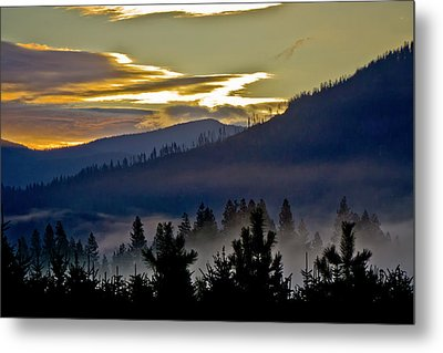 Metal Print featuring the photograph Sunrise And Valley Fog by Albert Seger