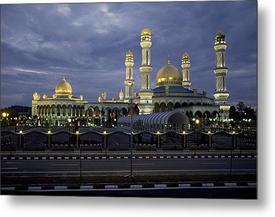Twilight View Of An Illuminated Mosque Metal Print by Paul Chesley