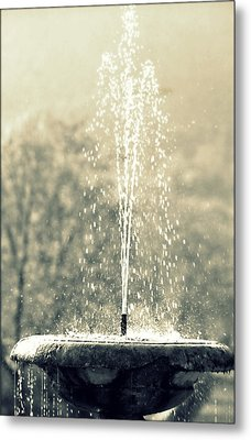 Waterfountain Metal Print by Emanuel Tanjala
