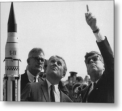Wernher Von Braun Explains The Saturn Metal Print by Everett
