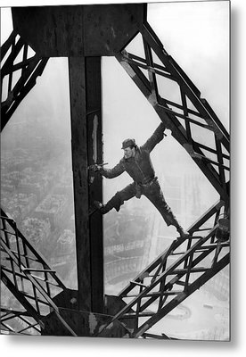 Worker Painting The Eiffel Tower Metal Print by Everett