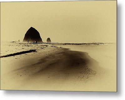 Walking The Beach Metal Print by David Patterson