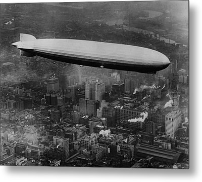 The Lz 129 Graf Zeppelin Metal Print by Everett