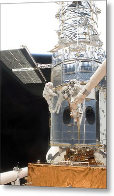 Astronauts Working On The Hubble Space Metal Print by Stocktrek Images