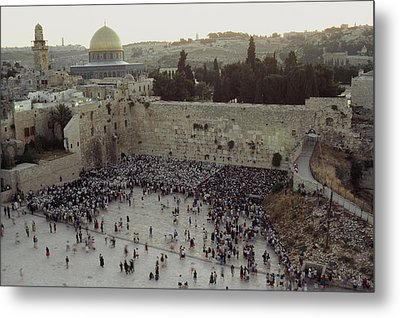 A Crowd Gathers Before The Wailing Wall Metal Print