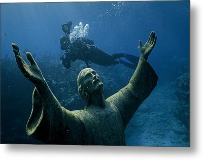 A Scuba Diver Swims Past The Statue Metal Print by Bates Littlehales