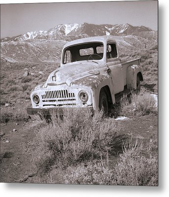 Abandoned Truck Metal Print by Janeen Wassink Searles
