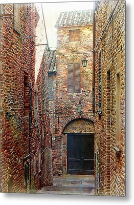 Alley View 1 Citta Della Pieve, Umbria Metal Print by Dorothy Berry-Lound
