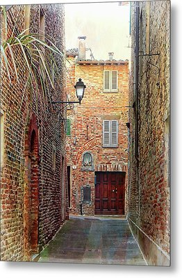 Alley View 3 Citta Della Pieve Umbria Metal Print by Dorothy Berry-Lound