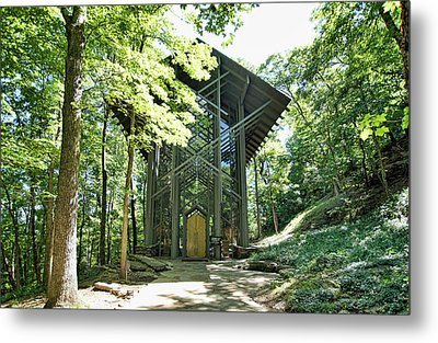 Metal Print featuring the photograph Approaching Thorncrown Chapel by Cricket Hackmann