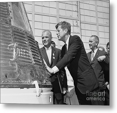 Astronaut John Glenn, President John Kennedy And Vice-president Lyndon Johnson Metal Print