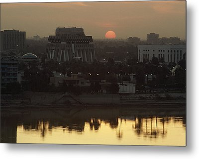 Baghdad And The Tigris River At Sunset Metal Print by Lynn Abercrombie