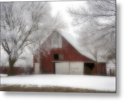 Barn Fog And Hoarfrost Metal Print by Fred Lassmann