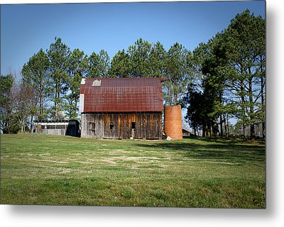 Barn With Tree In Silo Metal Print by Douglas Barnett
