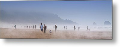 Beachcombers On Cannon Beach Metal Print