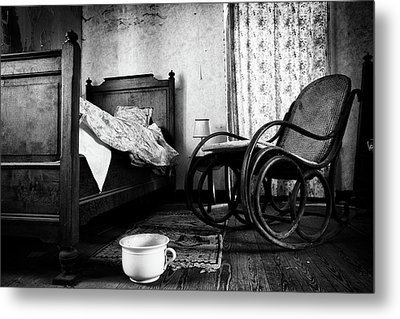 Metal Print featuring the photograph Bed Room Rocking Chair - Abandoned Building Bw by Dirk Ercken