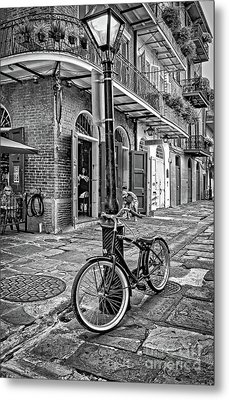 Bike And Lamppost In Pirate's Alley- Bw Metal Print